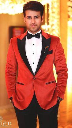 Arora Tv Actors, Actors & Actresses, Deepika Hairstyles, Men's Outfits, Fashion Outfits, Crush Pics, Teen Celebrities, Tiger Shroff, Varun Dhawan