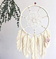 How to make a Macramé pen – Macrame Macrame Wall Hanging Diy, Macrame Art, Macrame Projects, Macrame Knots, Macrame Jewelry, Crafts To Do, Yarn Crafts, Sewing Crafts, Diy Crafts