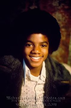 Michael Jackson grew up in Gary, Indiana., the seventh of nine children. While his mother, Katherine Jackson instilled a love of God. Jackson Song, The Jackson Five, Jackson Family, Janet Jackson, Young Michael Jackson, Photos Of Michael Jackson, Michael Love, Indiana, The Jacksons