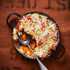 Spicy squash & mozzarella bake Vegetarian Recipes Easy, Vegan Vegetarian, Cooking Recipes, Mozzarella, Squash, Macaroni And Cheese, Spicy, Tasty, Meals