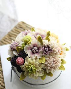 수업 후 나만의 시간^^ 블러썸 스타일^^ #대구플라워케이크 #대구꽃배움반 #대구앙금플라워 #대구앙금꽃배움반 #대구앙금플라워떡케이크 #플라워케이크 #flower #flowers #flowercake #작약 #beanflower #atelierryeo #떡케이크 #대구플라워케익 #캐논100d #캐논사진 #홍화 #앙금플라워떡케이크 #양귀비 #앙금레이스 #フラワーケーキ #花蛋糕 #대구앙금오브제 #naturalpowder #앙금도일리레이스 #2단케이크 #koreacake #koreaflowercake #다알리아 #앙금오브제