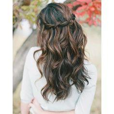 Coiffure romantique cheveux boucles