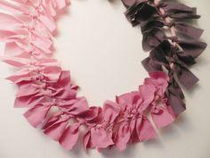 Camaïeu de tissus unis Frou-Frou. Création Dans les bois. Couronne décorative textile