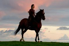 Carey Mulligan as Bathsheba Everdene  by horse in the 20th CENTURY FOX Motion Picture FAR FROM THE MADDING CROWD - kulturmaterial