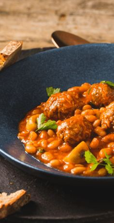 White beans with meatballs - Fleisch Vegetarian Recipes, Healthy Recipes, Albondigas, Meatball Recipes, White Beans, Chana Masala, Clean Eating, Curry, Food Porn