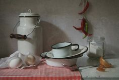 #still #life #photography • photo: С эмалированной посудой | photographer: katrjunja | WWW.PHOTODOM.COM