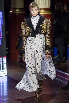 Kenzo Fall 2016 Ready-to-Wear Fashion Show - Odette Pavlova (Next)