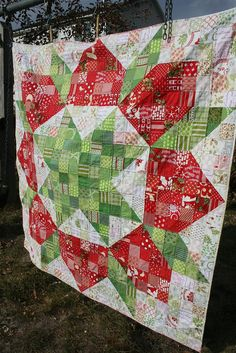 Large scrappy swoon quilt by Hopeful Homemaker, via Flickr