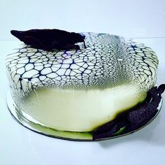 spider web Entremet by @paulkennedysavour executive pastry chef at @savourschool Yuzu cremeux, milk chocolate mousse , black sesame sponge cake , passion fruit jelly #paulkennedy #savourschool #theartofplating #gastroart #chefsroll #chefsofinstagram #chefstalk
