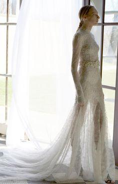 Vera Wang Spring 2017   https://www.theknot.com/content/vera-wang-wedding-dresses-bridal-fashion-week-spring-2017