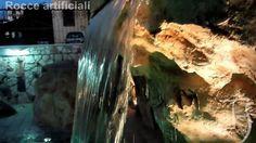 Rocce artificiali con cascata artificiale su piscina