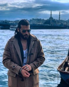 Can Yaman is named 'Male of the Year in Turkey', his speech spiked the Turkish actress Turkish Men, Turkish Actors, Anthony Joshua, Beautiful Men Faces, Gorgeous Men, Awesome Beards, Bear Men, Christian Bale, Gq