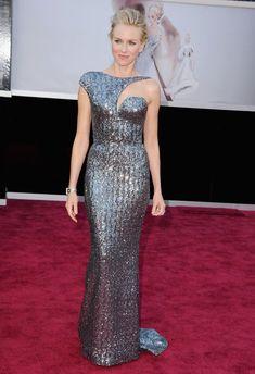 Naomi Watts con un vestido sirena (nunca mejor dicho) de pailletes de Armani Privé, que se coronó como uno de los diseñadores favoritos de las actrices en esta alfombra roja. Vistió a tres de las nominadas en la categoría de actriz protagonista: Watts, Chastain y Quvenzhane Wallis.  STEVE GRANITZ (WIREIMAGE)