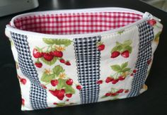 http://www.minervacrafts.com/blog-holiday-bag.html