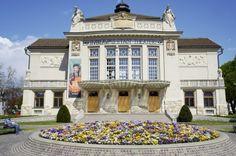 Stadttheater mit Blumenrondeau davor©StadtPresse/Eggenberger Klagenfurt, Austria, Mansions, House Styles, Travel, Home Decor, Viajes, Traveling, Luxury Houses
