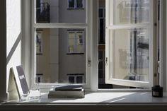 Window light. Livingroom in Stockholm. Scandinavian interior.  Närkesgatan 4 | Fantastic Frank