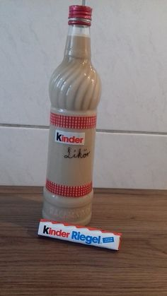 Kinderschokoladen-Likör ohne Ei Kinder chocolate liqueur without egg, a great recipe with image from Easy Cheesecake Recipes, Cake Mix Recipes, Easy Cookie Recipes, Apple Macintosh, Cooking Chef Gourmet, Blackberry Smoothie, Chocolate Liqueur, Black Sesame Ice Cream, Cake Mix Cookies