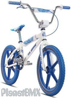 Complete Bikes - BMX Pro - 2013 SE Racing PK Ripper retro Looptail bike - Die is wel bruut! Bmx Bicycle, Cycling Bikes, Vintage Bmx Bikes, Retro Bikes, Bmx Dirt, Dirt Biking, Bmx 20, Mongoose Bmx, Dirt Jumper