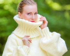 Hand knitted mohair wool cardigan in beige, thick chunky handmade sweatercoat by SuperTanya Mohair Sweater, Wool Cardigan, Wool Sweaters, Vintage Ski, Tricot D'art, Gros Pull Mohair, Icelandic Sweaters, Angora, Color Beige