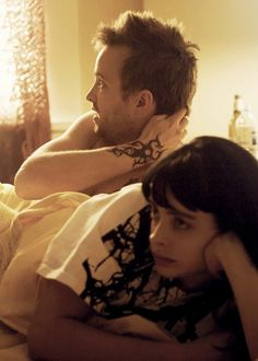 Still of Aaron Paul and Krysten Ritter in Breaking Bad I find it funny that they were dating in the show and their names in real life are the same as mine and my boyfriends lol Best Series, Tv Series, Breaking Bad Jesse, Krysten Ritter Breaking Bad, Jesse Pinkman, Weird Fish, Aaron Paul, Great Tv Shows, Walter White