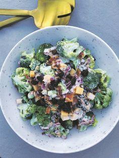 Broccolislaai is 'n ou gunsteling op my slaaitafel. Ek het dié resep 'n bietjie afgestof, en wat die slaai so besonders maak is die kombinasie van die fyngekapte pietersielie, tiemie en rosyne. Sauvignon Blanc, Broccoli, Vegetarian, Meet, Vegan, Vegetables, Salads, Food, Al Dente
