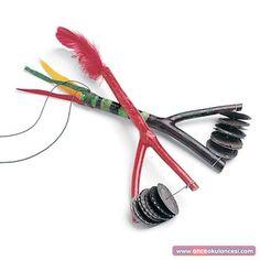 El yapımı müzik aleti. Gazoz kapakları, dal, tel (oldukça kolay bulunan  malzemeler).