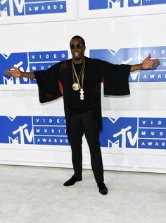 Confira todos os looks do VMA