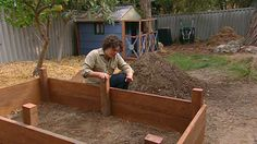 Gardening Australia – Fact Sheet: Building a Vegie Bed - Modern Building A Raised Garden, Raised Garden Beds, Raised Beds, Front Porch Plants, Balcony Plants, Balcony Garden, Australia Facts, Raised Bed Frame, Veggie Patch