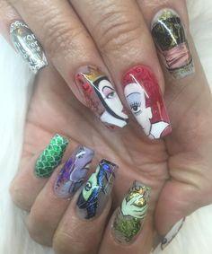 Handpainted villains , Queen of hearts, Evil queen, Ursula and Maleficent. Heart Nail Art, Dot Nail Art, Polka Dot Nails, Nail Art Diy, Green Nail Designs, Winter Nail Designs, Maleficent Nails, Jersey Nails, Disney Nail Designs
