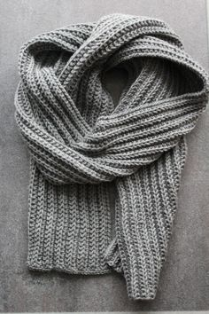 Men's Scarf for Beginners – Amy, # Beginners, # Beginners # for Wool is my passion The pattern has a set of 10 sts. I cast on 50 stitches for the sock yarn, cast on with 60 stitches and knit the cuff as usual. The pattern has a … – … How To Start Knitting, Knitting For Beginners, Crochet Gratis, Knit Crochet, Knitting Socks, Baby Knitting, Free Knitting, Knitting Scarves, Knitting Charts