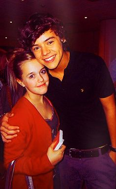 harry and lottie (Louis' little sister) Why can't my brother be rich and famous nod maybe in one direction? It would have been perfect timing if he had auditioned for the X factor right before he left for his mission lol Fetus One Direction, One Direction Imagines, One Direction Humor, I Love One Direction, Tomlinson Family, Lottie Tomlinson, Harry Styles 2010, Harry Edward Styles, He Makes Me Happy