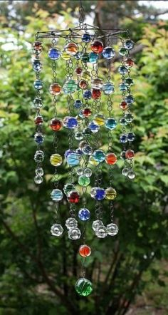 15 ways to turn glass marbles into home decor and more Diy wind chimes, Diy garden decor, Glass marbles 15 ways to transform glass. Garden Crafts, Diy Garden Decor, Garden Decorations, Carillons Diy, Sell Diy, Diy Wind Chimes, Crystal Wind Chimes, Ranch Decor, Marble Art