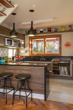 Browse photos of Small kitchen designs. Discover inspiration for your Small kitchen remodel or upgrade with ideas for organization, layout and decor. Interior Design Kitchen, Kitchen Decor, Kitchen Ideas, Basement Kitchen, Modern Interior, Sweet Home, Minimalist Kitchen, Minimalist Design, Home Kitchens