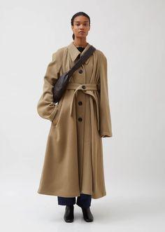 Lemaire | La Garconne – La Garçonne All Black Fashion, Modern Fashion, Edgy Outfits, Fashion Outfits, Celine Coat, Lemaire, All Black Looks, Cloth Bags, Autumn Winter Fashion