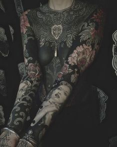 Girl Neck Tattoos, Sexy Tattoos For Girls, Sleeve Tattoos, Full Body Tattoos, Tattoed Girls, Henna Tattoos, Wrist Tattoos, Tatoos, Bodysuit Tattoos