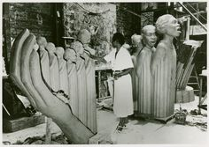 African American sculptor Augusta Savage in the studio with her work 'The Harp', one of the leading artists of the Harlem Renaissance, as well as an influential activist and arts educator Harlem Renaissance, African American Artist, American Artists, Augusta Savage, Art Deco, Wow Art, Black Artists, World's Fair, African History