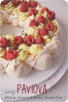 ..Pavlova au citron, ganache montée au chocolat blanc et framboises..