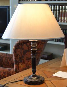 Lámpara sobremesa  md. 248-291 Medidas:  0,45 alto. Consultar precio con descuento especial. Unidades disponibles 1