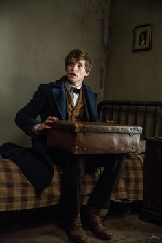 Newt Scamander - Eddie Redmayne in Fantastic Beasts and Where to Find Them (2016).