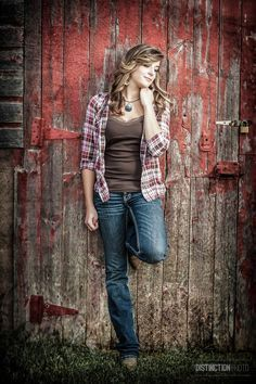 Senior Picture with country girl look by red barn I Green Bay High School senior portraits Senior Pics, Unique Senior Pictures, Senior Portraits Girl, Country Senior Pictures, Photography Senior Pictures, Senior Photos Girls, Senior Girl Poses, Senior Picture Outfits, Girl Photos