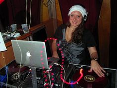 DJ Lil Elle will get you dancing at the Booty Shakin' Saturday with Uzette, our special guest from Alice 97.3 Radio!