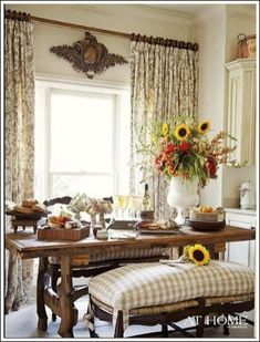 Marvelous French Country decorating ideas that are gorgeous! If you need help figuring out how to decorate your home in the French Country style, this page is for you! The post French Country d . French Country Dining Room, French Country Kitchens, French Country Cottage, French Country Style, Country Living, Country Farmhouse, Farmhouse Table, Country Chic, Rustic French