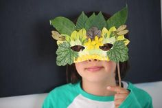 Craft Ideas For Kids - Nature Masks Create Venetian play masks from foraged nature treasures with this Summer Project for Kids. Stick on seeds, leaves & flowers for beautiful, natural role play. Projects For Kids, Diy For Kids, Crafts For Kids, Easy Crafts, Kids Fun, Nature Crafts, Mask For Kids, Masks Kids, Holiday Crafts