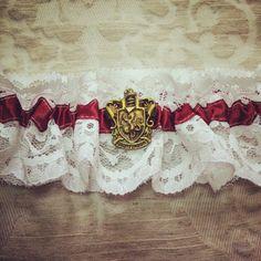 Harry Potter Garter - Hogwarts houses, Gryffindor, Slytherin, Ravenclaw, Hufflepuff. HP wedding, Geek garter, wedding garter, bridal garter.