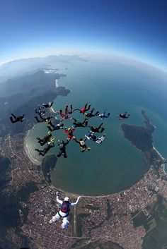 To go skydiving over an amazing view. Ski Diving, France Sport, Cool Pictures, Cool Photos, Sports Nautiques, Base Jumping, Bungee Jumping, Kayak, Paragliding