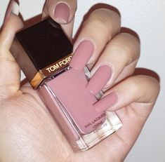 nude/pink nails