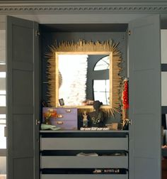 It's no secret that my love for sunburst mirrors runs long and deep - especially chunky antique ones in gold tones. So when it was time to ...