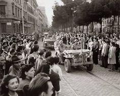 Foto storiche di Roma - Truppe alleate in Via Appia Nuova angolo Piazzale Appio Anno: 4 giugno 1944