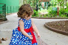 Vestido balonê da galinha pintadinha para festa. Veja mais em http://www.eroupasdebebe.com/galinha-pintadinha-para-festa