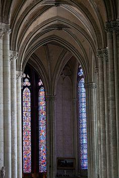 Vitrais da Catedral de Nossa Senhora de Amiens, no departamento de Somme, regiao da Picardia, norte da Franca.  Fotografia: Andrew Littlewood & Karl … no Flickr.